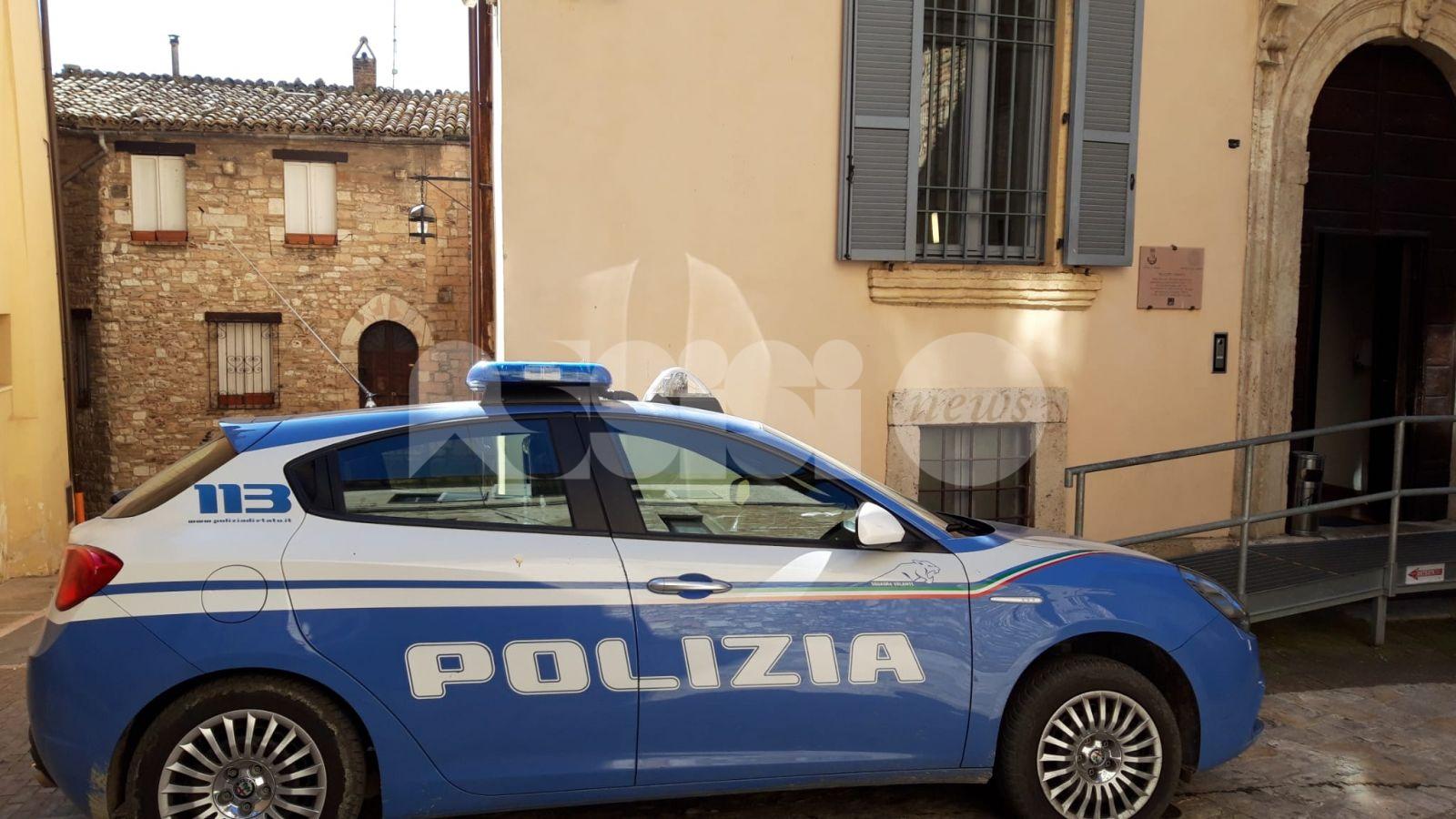 Litigio tra vicini con minacce di morte: interviene la Polizia, due denunce