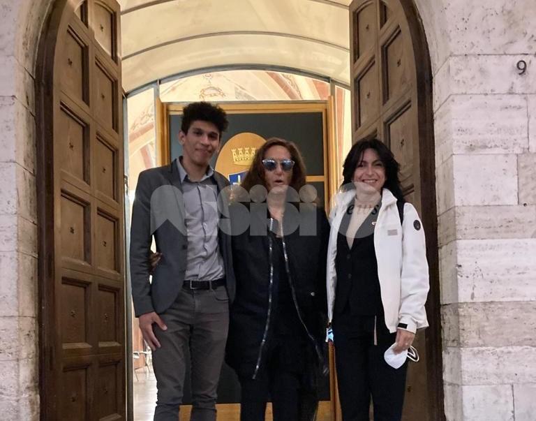 Donna Karan, la stilista in vacanza (di lavoro?) in Italia e anche ad Assisi