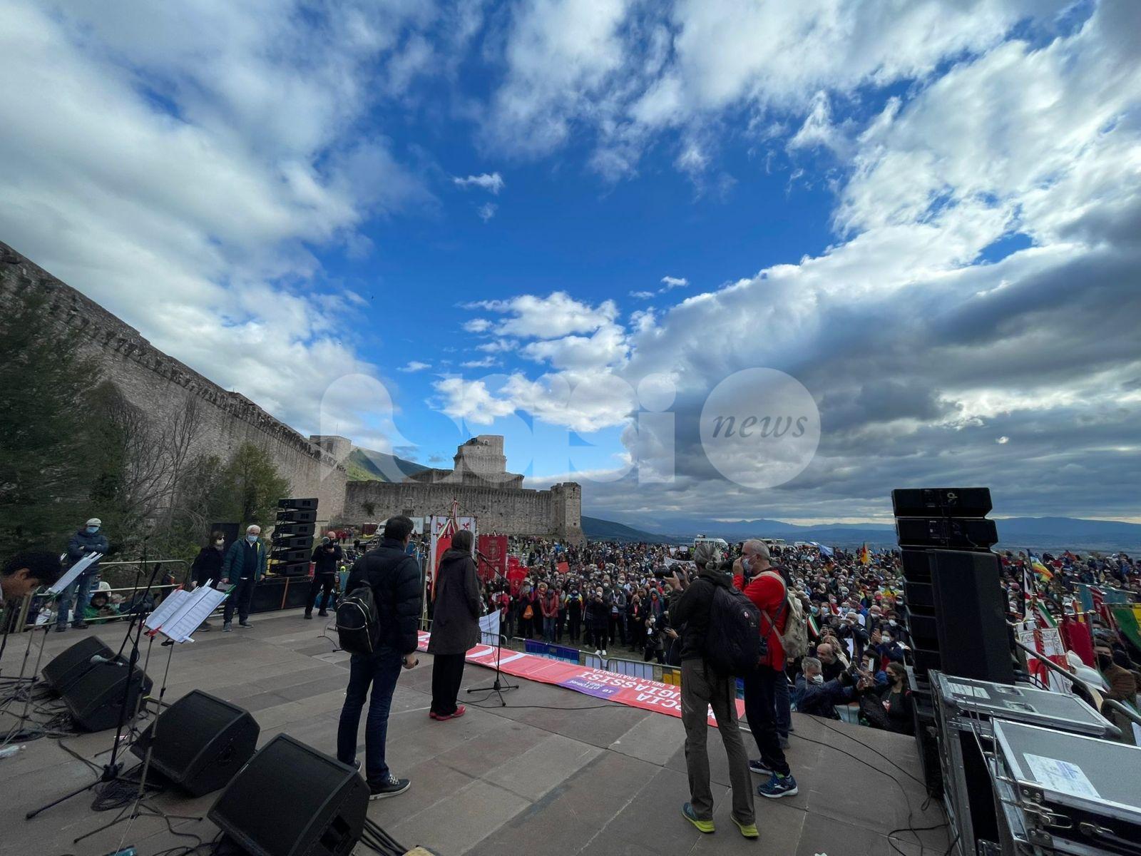 Marcia della Pace 2021 arrivata ad Assisi: oltre diecimila persone (foto)